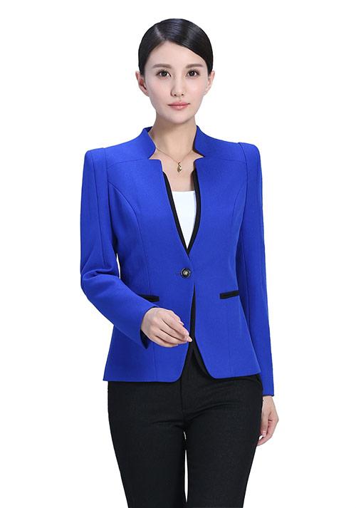 蓝色立领制服