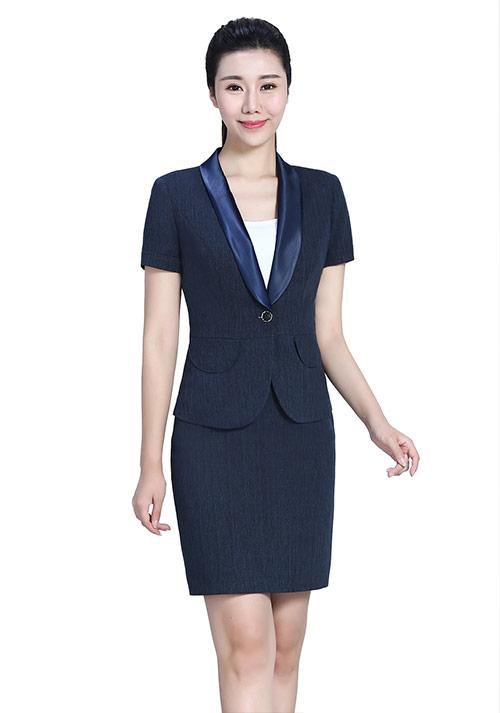 女性职业西装定制各部位的注意事项